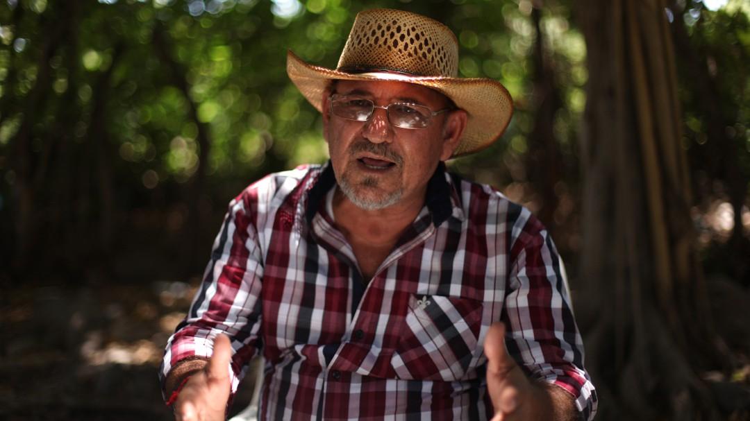 Los gobiernos también están fuera de la ley: Hipólito Mora