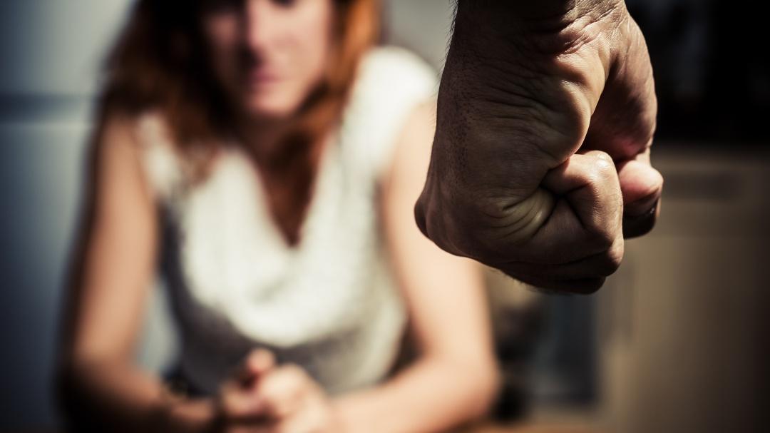 Daño moral por violencia familiar se debe reparar con indemnización: SCJN