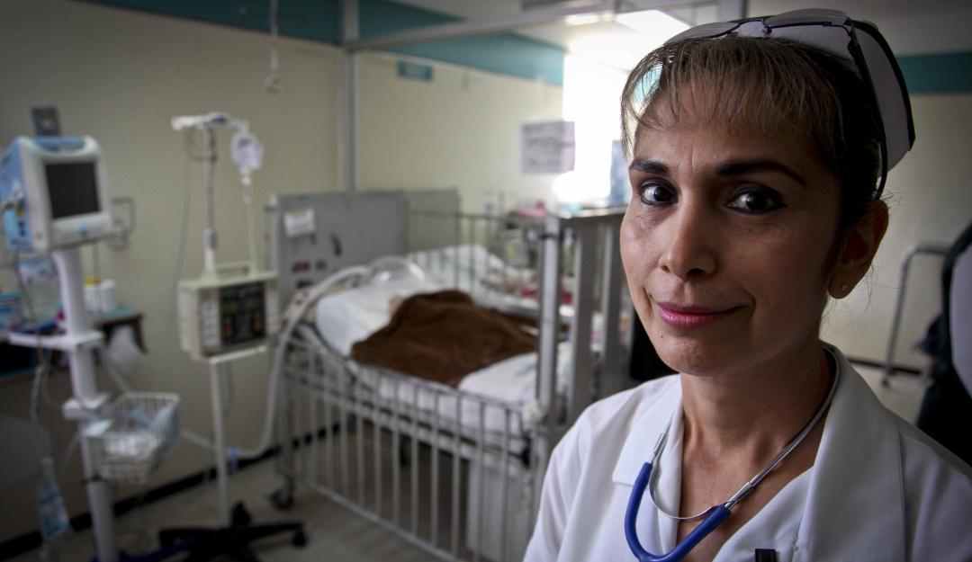 Canadá ofrece vacante de enfermero o enfermera con salario de 46 mil pesos