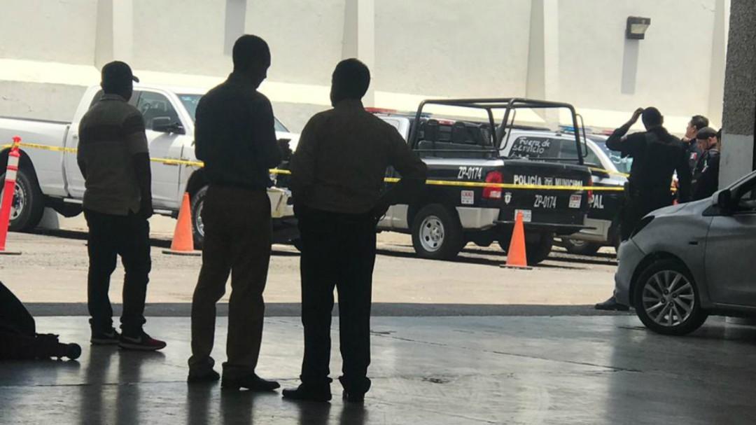 Localizan un cadáver en una agencia automotriz de Zapopan