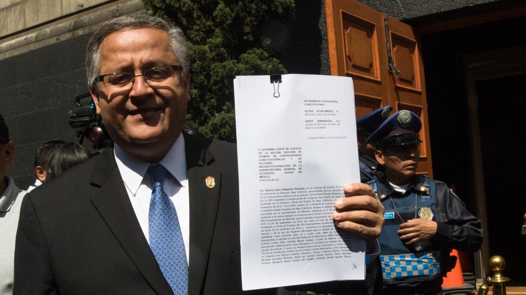 Presenta alcalde de BC controversia constitucional vs ampliación de mandato