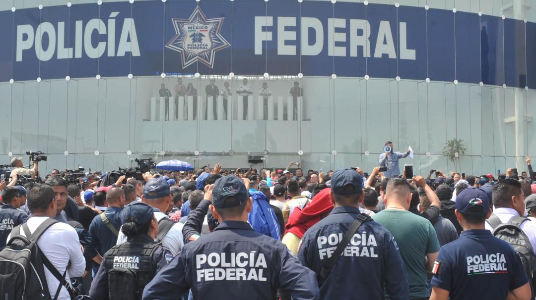 Policías federales que siguen en paro serán atendidos por Alfonso Durazo