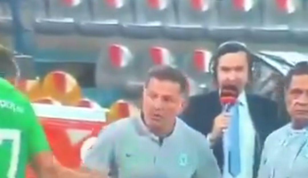 Juan Carlos Osorio es suspendido por agredir a un árbitro