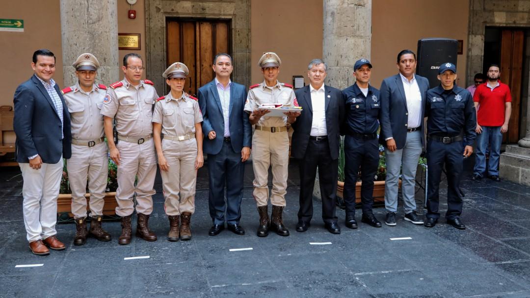Abanderan policías y bomberos tapatíos que participarán en Juegos Mundiales