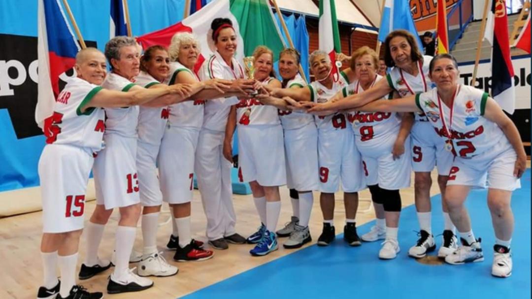 Tienen 65 años y son campeonas mundiales de basquetbol