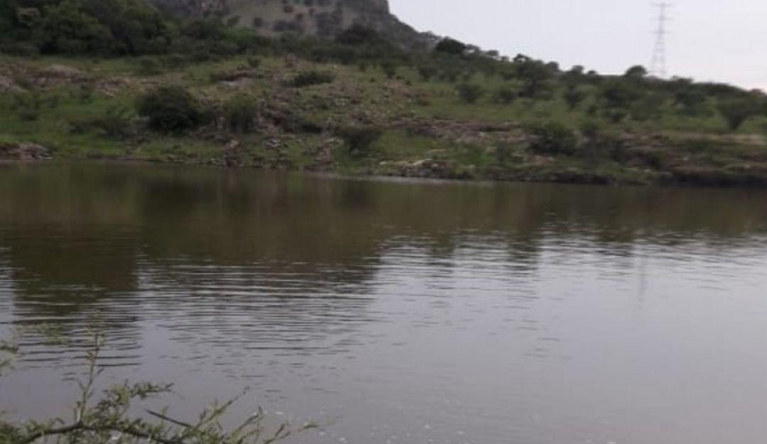 Buscan a una mujer dentro de una represa en Ixcatán