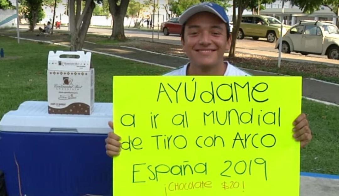 No se rinde; arquerista yucateco vende chocolates para competir en Mundial
