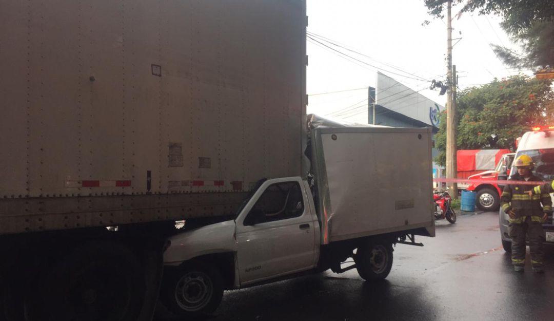 Accidente en Mariano Otero deja dos muertos