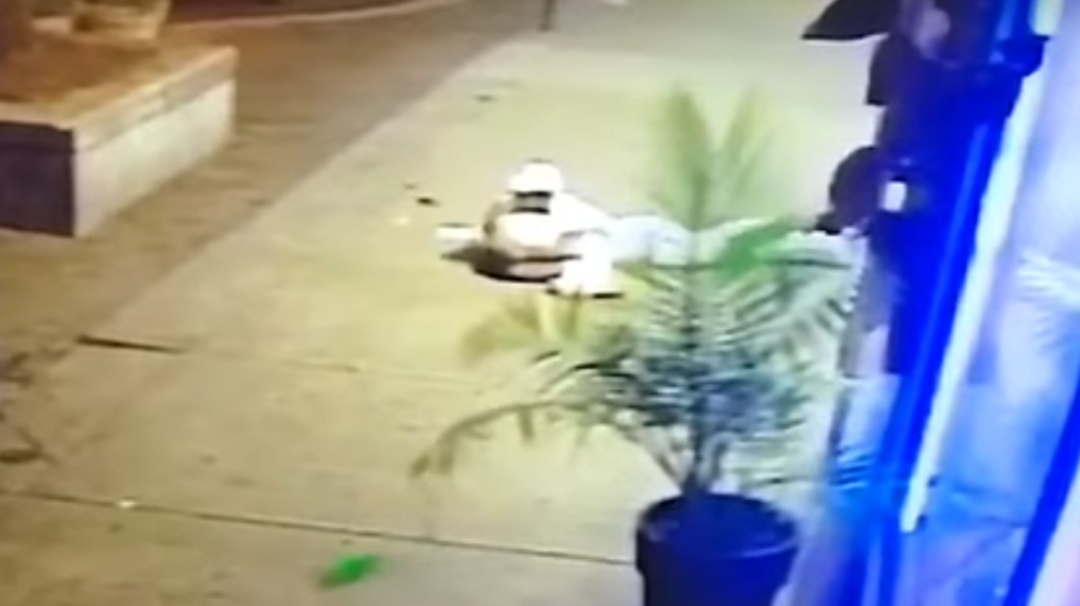 De esta manera hombre protege a su novia durante tiroteo en Dayton, Ohio