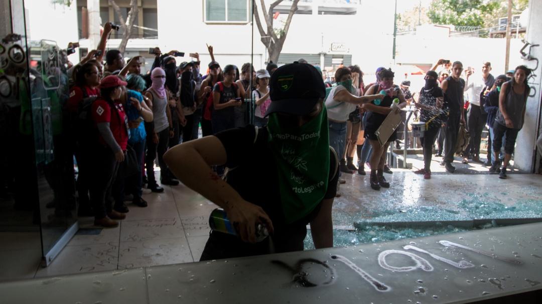 Mujeres protestan contra abuso sexual y feminicidios en la CDMX