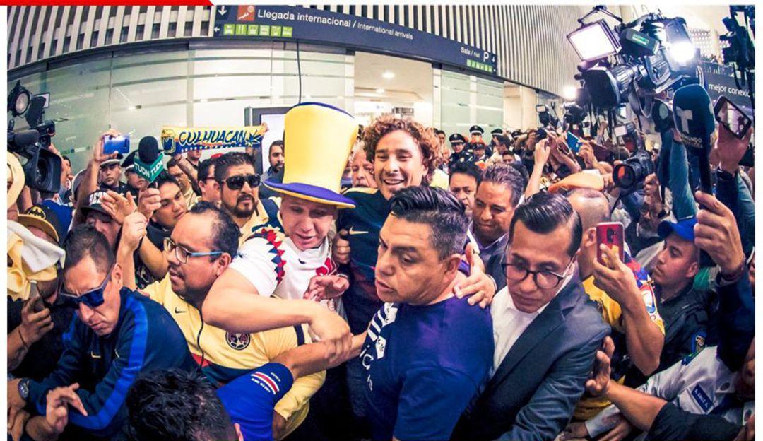 El caos de la llegada de Guillermo Ochoa a México