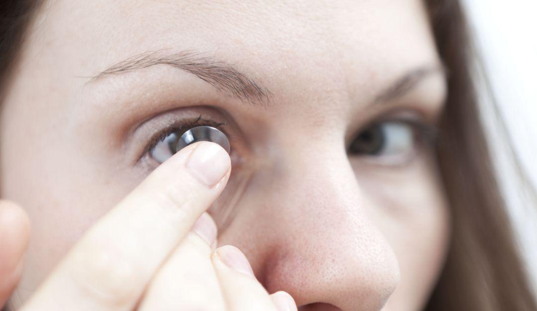 Lentes inteligentes; crean lentes de contacto con zoom