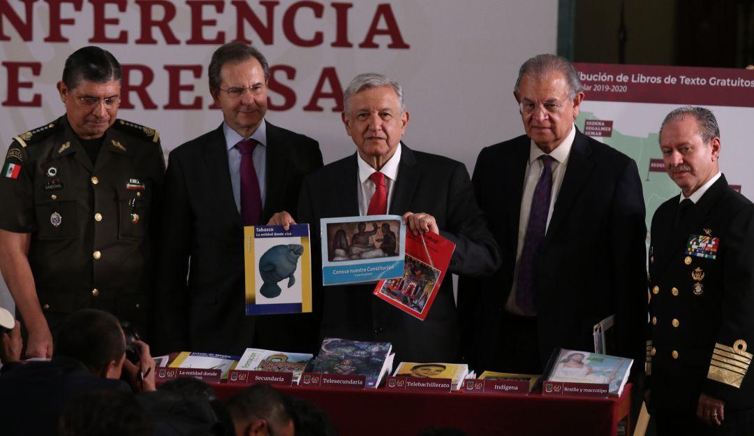 Habrá equidad en la entrega de libros de texto gratuito: AMLO