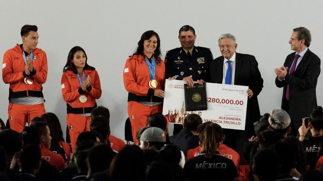 No queremos colgarnos ninguna medalla: López Obrador