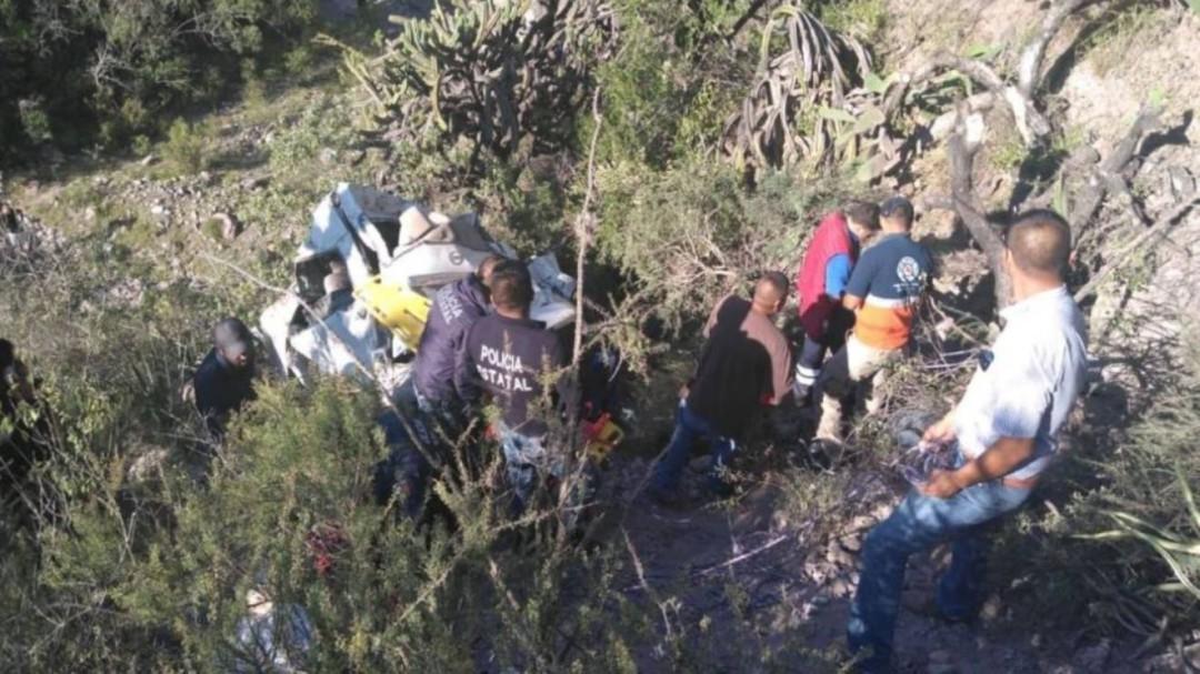 Camioneta cae a barranco en Hidalgo; hay 8 muertos