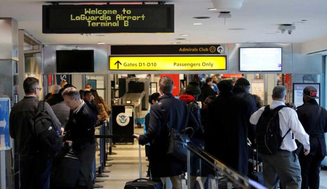 Colapsa sistema de aduanas en aeropuertos de EU
