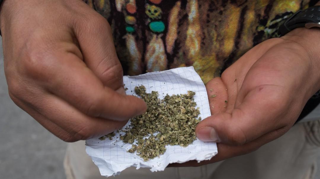 Todo por salud; dosis diaria de marihuana podría prevenir la demencia