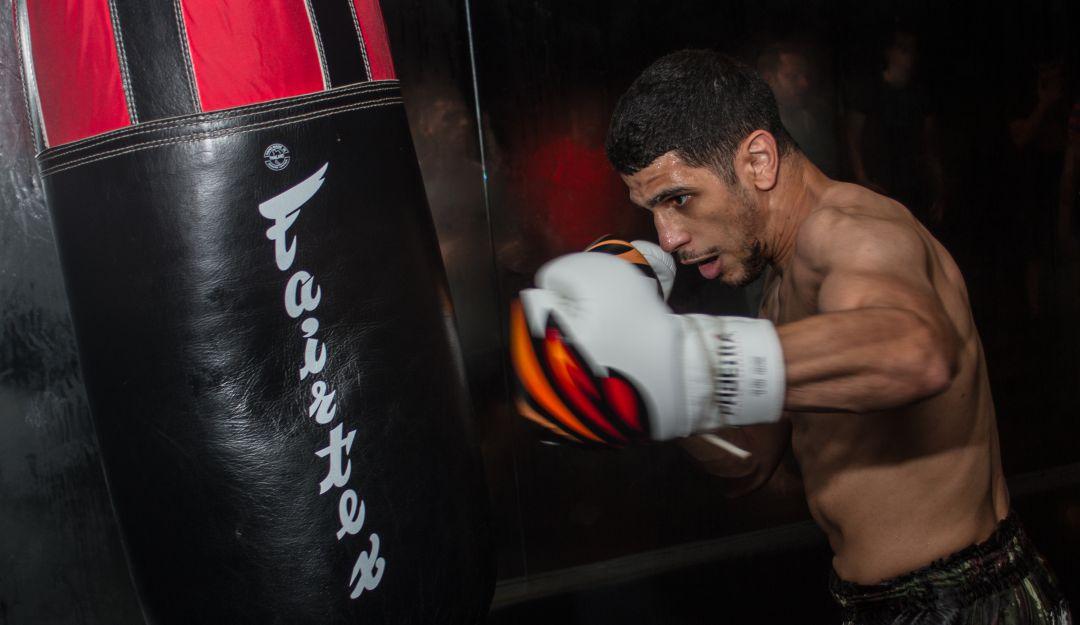 youssef-boughanem, peleador MMA, evita robo, ladrón: Ladrón intenta robar celular a peleador de MMA y termina en el hospital