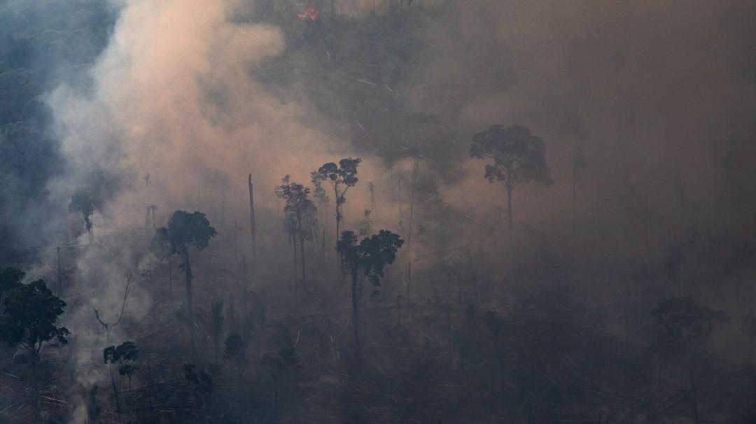 Brasil rechaza apoyo para apagar incendio en la Amazonia