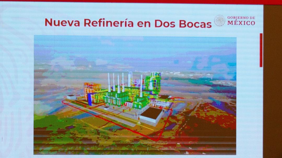 Renuncia Luis Vera, titular de ASEA que autorizó la refinería Dos Bocas
