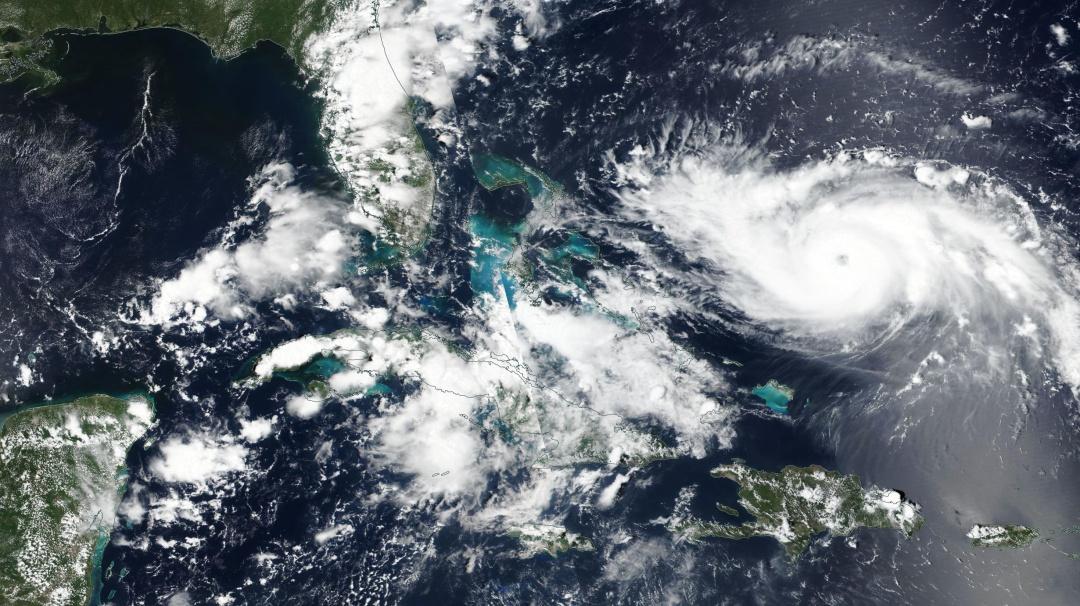 Potentes relámpagos del huracán Dorian son captados desde el espacio