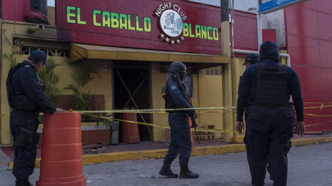 Suman 30 muertos por ataque a bar en Coatzacoalcos