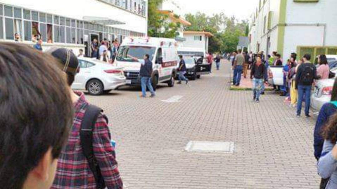 Estudiante del CETI Colomos se arroja de un tercer piso