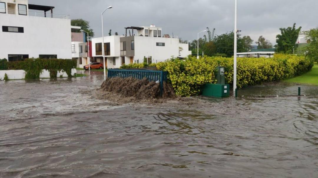 Habitantes del Fraccionamiento Canta Luna exigen solución a inundaciones