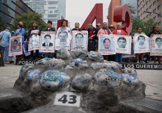 Marcha de padres y familiares de los 43 normalistas