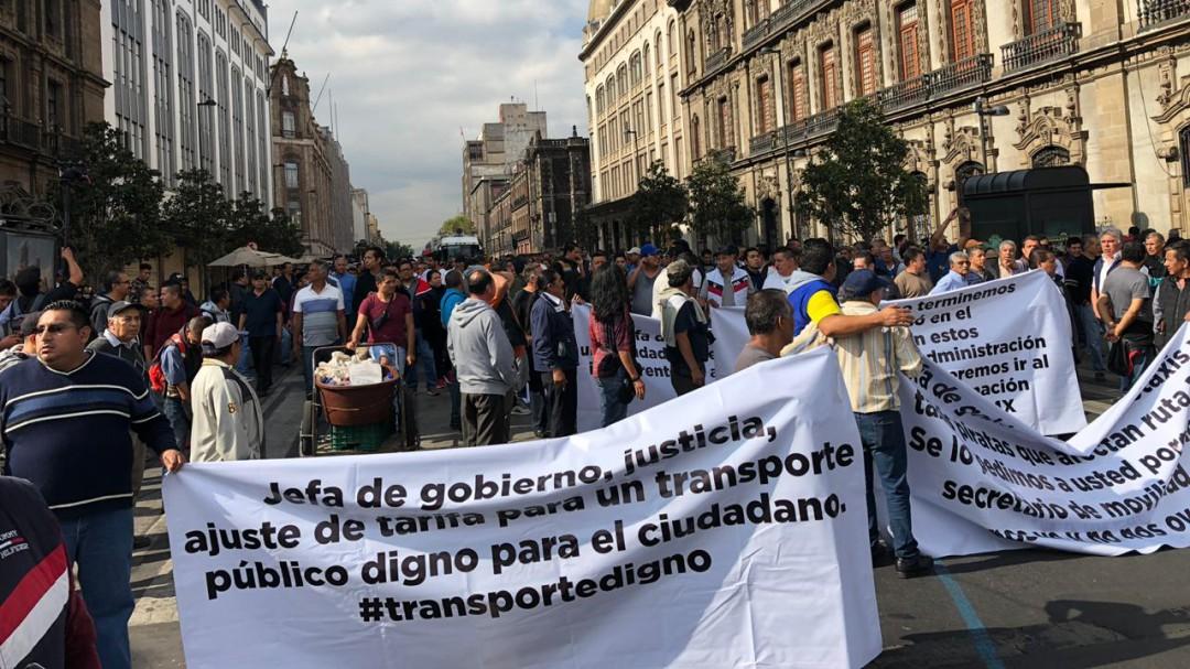 Transportistas desquician la ciudad; exigen aumento de por lo menos 2 pesos