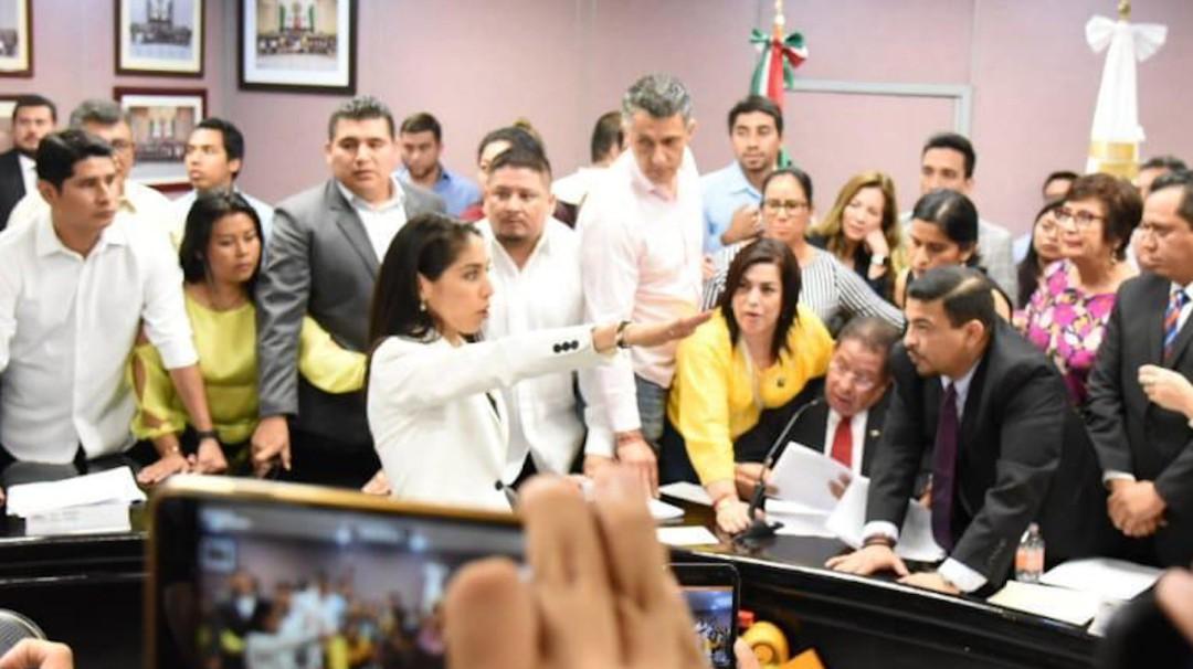 A mi disposición y a mis órdenes: Fiscal de Veracruz