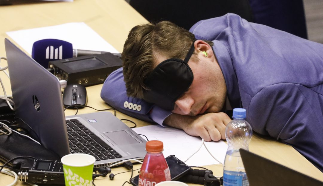 Está en los genes; científicos descubren porqué personas duermen menos