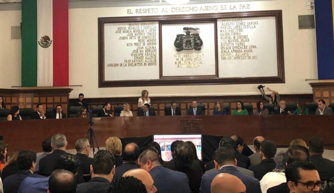 Ismael del Toro rinde primer informe de actividades