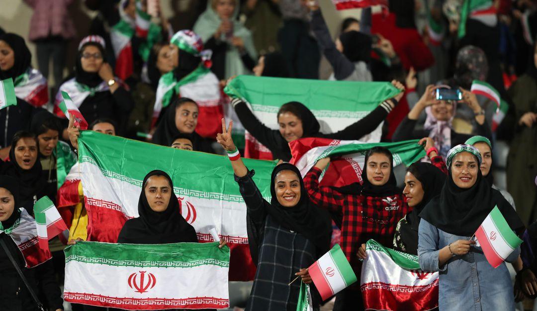 Mujer iraní se prende en llamas por no poder ingresar a los estadios