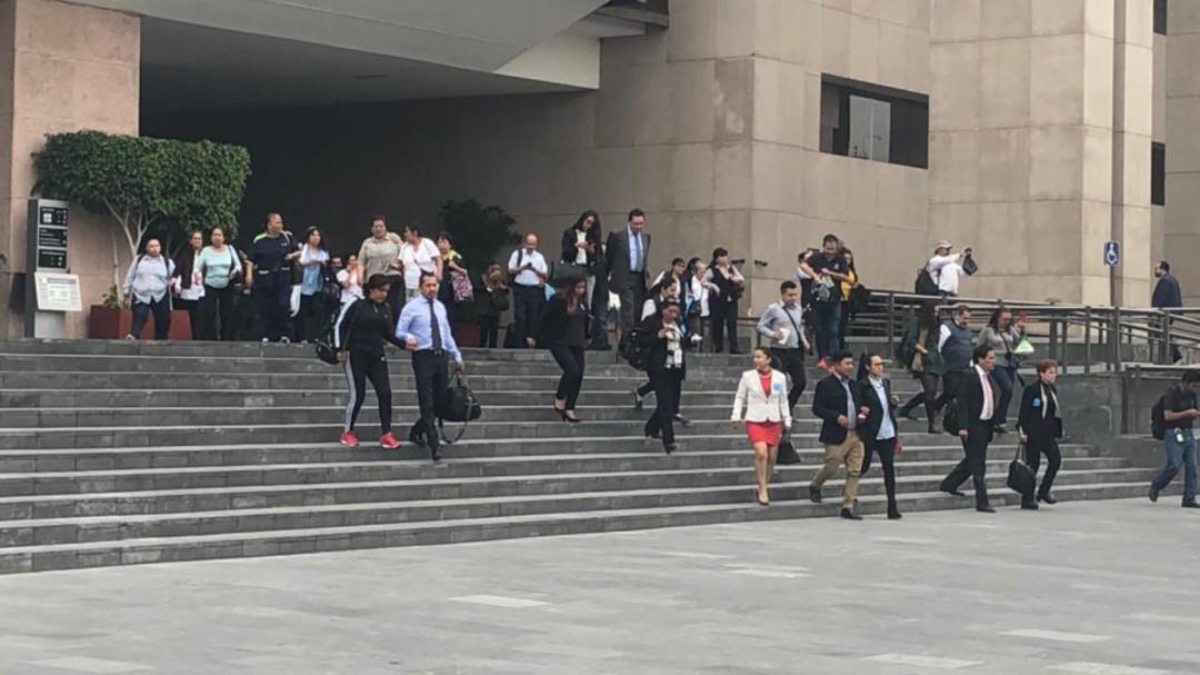 Desalojan Cámara de Diputados tras amenaza de la CNTE