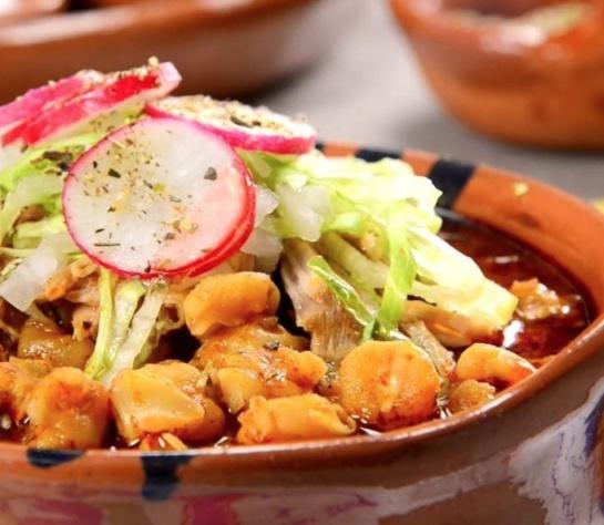 El pozole ha sido catalogado como alimento saludable por el IMSS