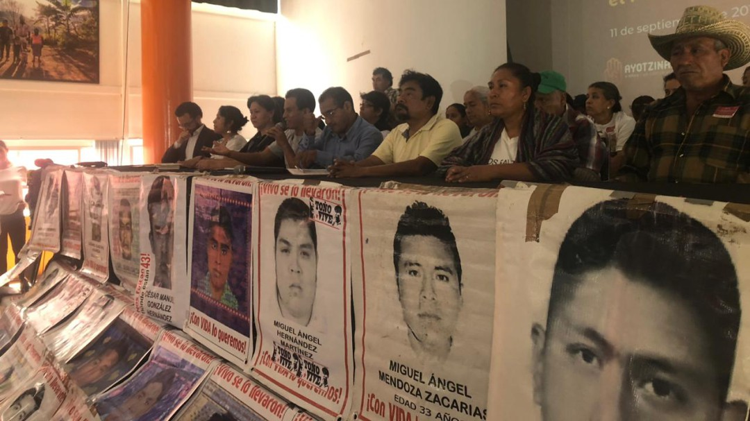 """""""Nos reuniremos con AMLO cada 2 meses"""":Padres de los 43 normalistas"""