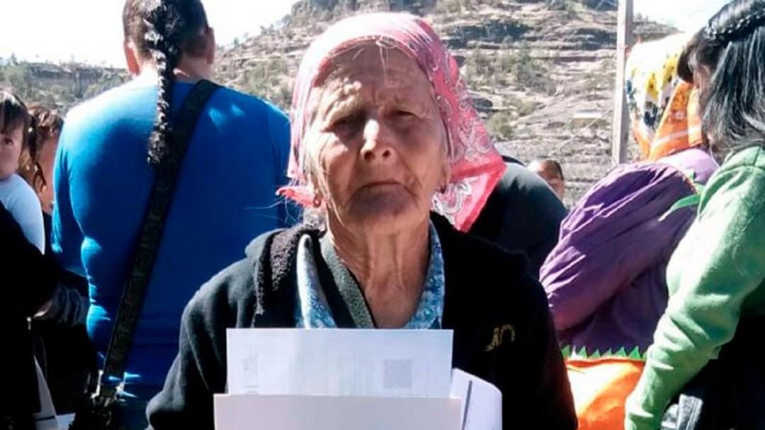 Mujer tarahumara de 81 años termina la primaria y quiere seguir estudiando