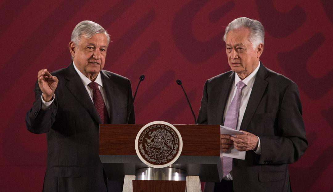 Manuel-Bartlett-Díaz-titular-de-CFE-en-el-libro-de-AMLO-Entre-la-historia-y-la-Esperanza-1995