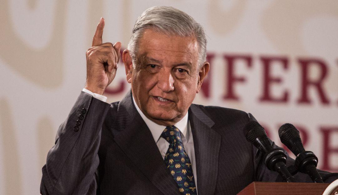 """Llama AMLO farsantes a legisladores que se oponen a la """"Ley Facturas"""""""