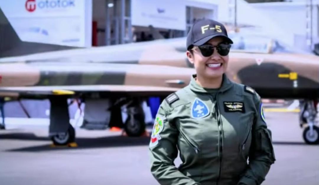 Por primera vez mujeres piloto volarán en desfile militar de la CDMX