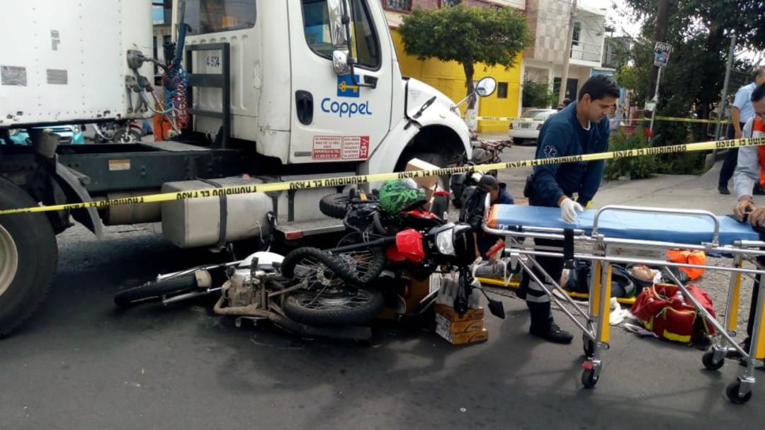 Choque entre tres automotores deja dos lesionados