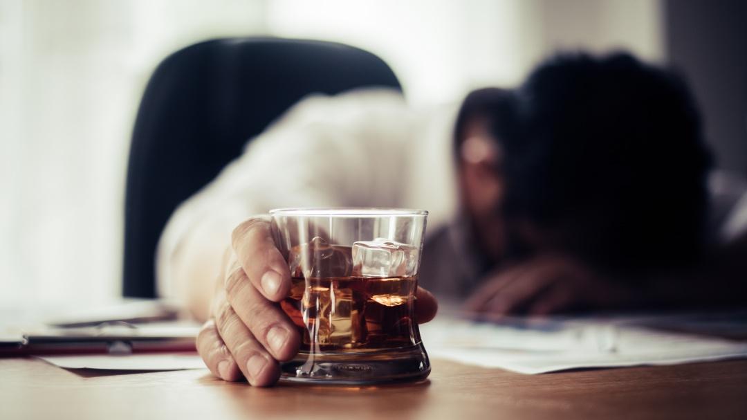 Mesa: Mi adicción al alcohol