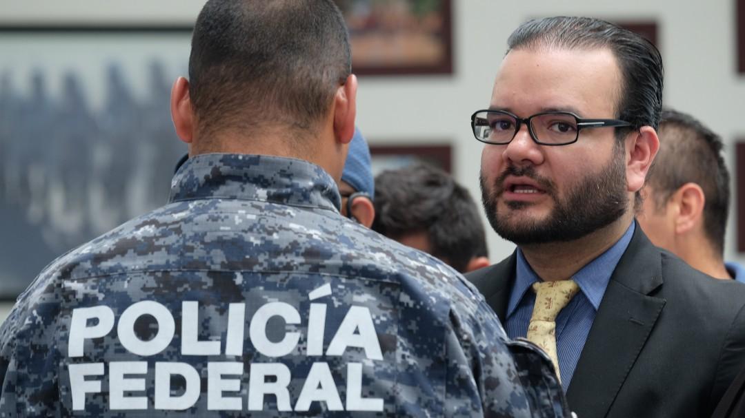 Se reúne Durazo con abogado de policías federales
