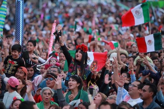 Asistentes al Zócalo en los festejos del 15 de septiembre