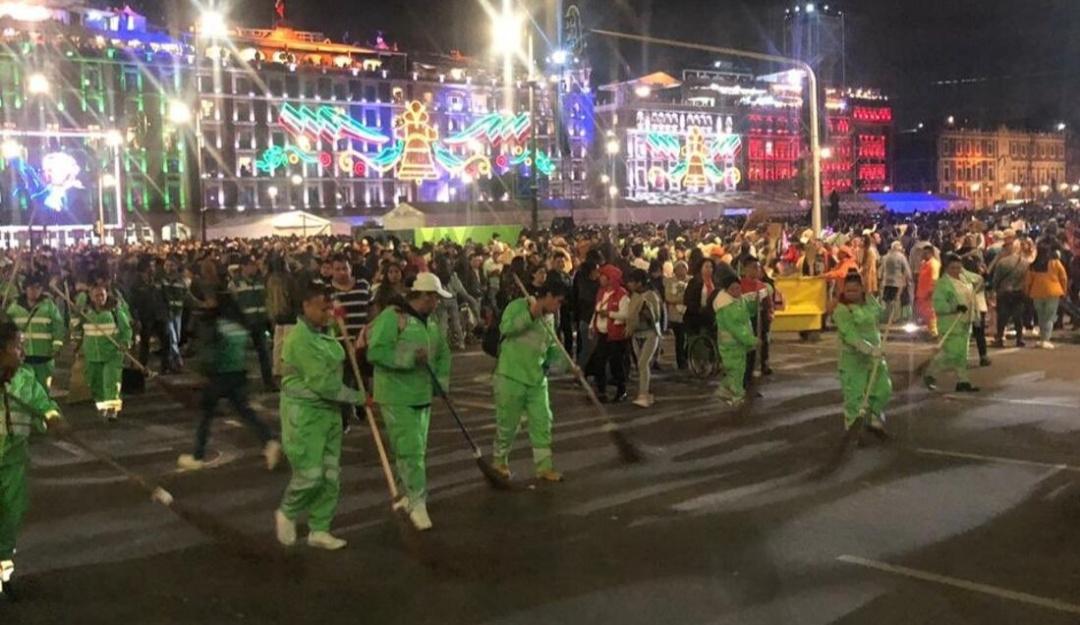 Fiestas patrias dejan 145 toneladas de basura en el Zócalo de la CDMX