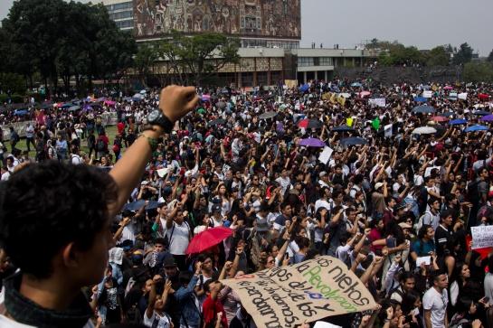 Alrededor de 50 personas entre jóvenes y algunos adultos fueron los que atacaron a los estudiantes de la UNAM