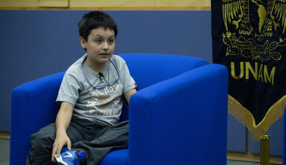 Carlos, el estudiante más pequeño de la UNAM denuncia bullying de maestros