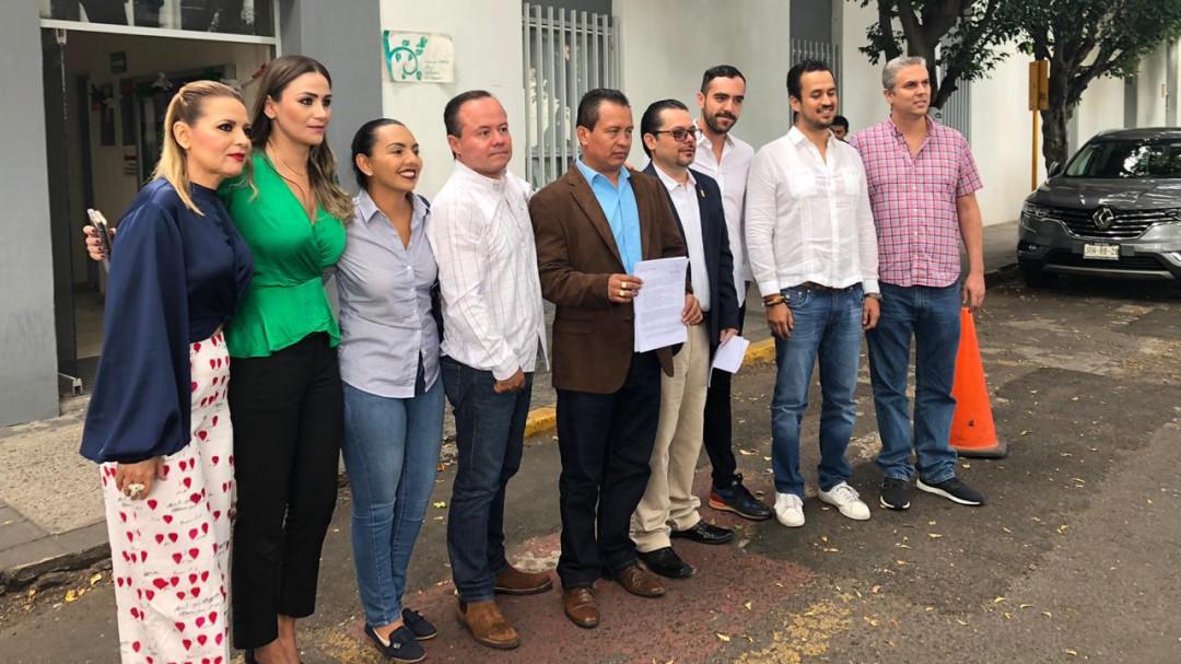 Regidores de Morena exigen la salida del secretario de Salud