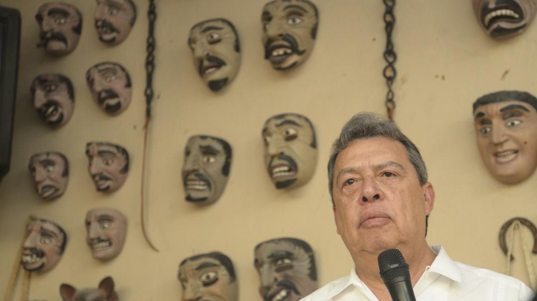 Cita FGR a exgobernador de Guerrero por Caso Ayotzinapa